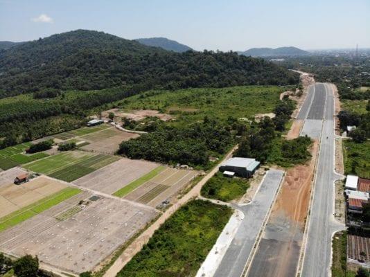 Một phần của Quốc lộ 56 đang được xây dựng ở thị xã Phú Mỹ (Bà Rịa - Vũng Tàu)