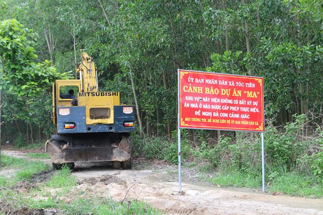 Xe cuốc đi vào khu vực đất nông nghiệp làm đường trái phép ở xã Tóc Tiên thị xã Phú Mỹ (BRVT)