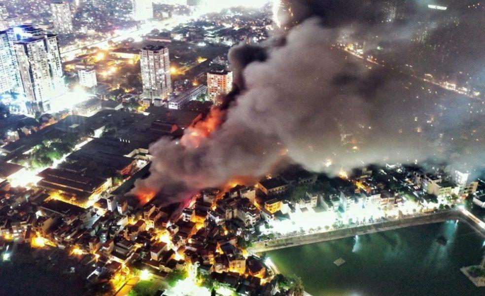 Cháy nhà kho của Công ty Cổ phần Bóng đèn Phích nước Rạng Đông (Hà Nội)