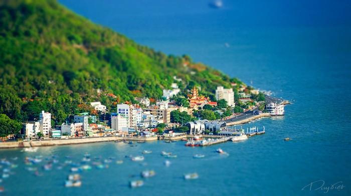 Bà Rịa – Vũng Tàu là một trong những khu thu hút nhiều sự quan tâm của các nhà đầu tư trong những năm gần đây nhờ tiềm năng phát triển vượt bậc về du lịch và nghỉ dưỡng