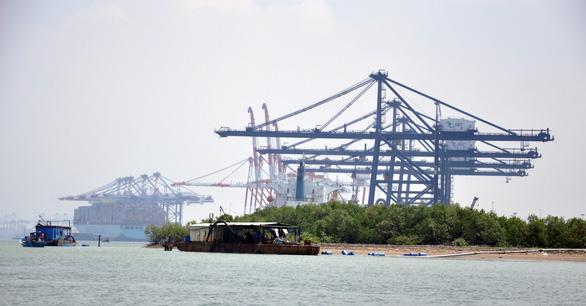 Cao tốc BIÊN HÒA - VŨNG TÀU đóng vai trò quan trọng để kết nối Đồng Nai và cảng container nước sâu. Trong ảnh là một góc cảng Cái Mép - Thị Vải - Ảnh: ĐÔNG HÀ
