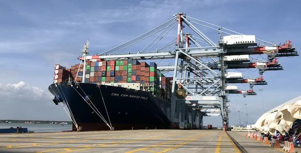Tàu container trọng tải gần 200.000 tấn cập cảng Cái Mép - Thị Vải - Ảnh: Đ.H.