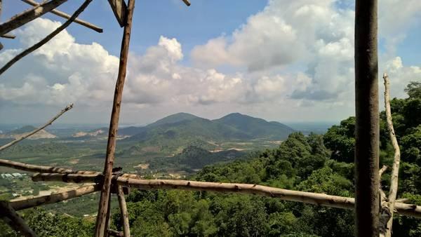 Quang cảnh nhìn từ chùa Hang Mai